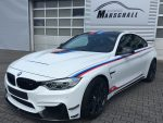 BMW M4 GTS Champion Edition series 1 of 200 Weltweit  in Weiß mit blau-rot-schwarzem M-Dekor